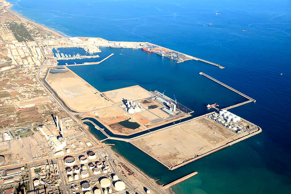Terminal de graneles sólidos en la dársena sur del Puerto de Castellón